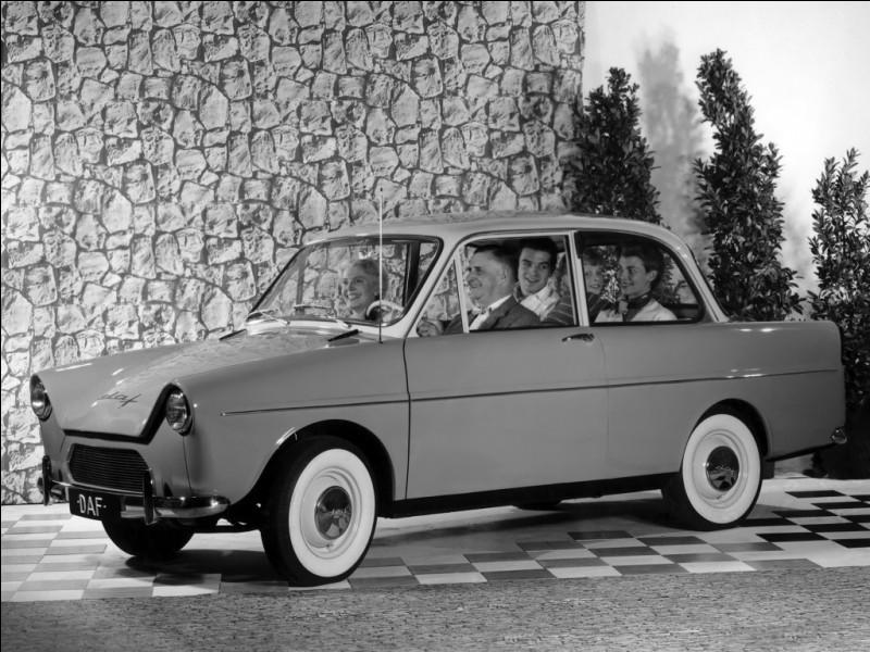 En 39, avant la Toyota Prius, cette petite berline deux portes proposait déjà une transmission à variation continue. Quel est le nom de cette visionnaire ?