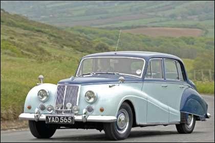 Cette grosse voiture britannique n'était pas aussi dépassée que son stylisme conservateur le laisserait entendre. Quelle est cette voiture ?