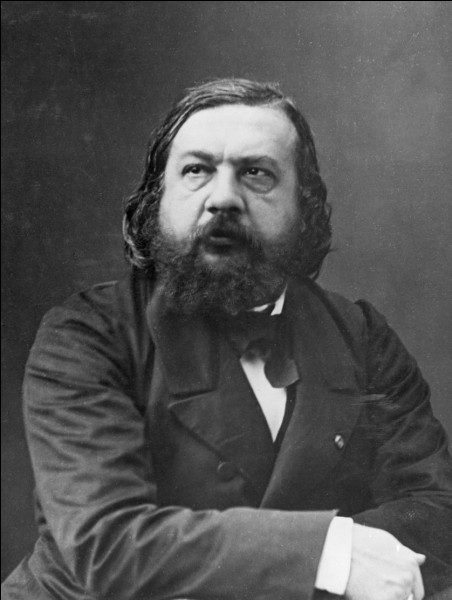 """""""Constantinople"""" raconte le voyage qui conduit l'auteur de Marseille à la Turquie en passant par Malte et la Grèce.Indice : """"Le Capitaine Fracasse""""."""