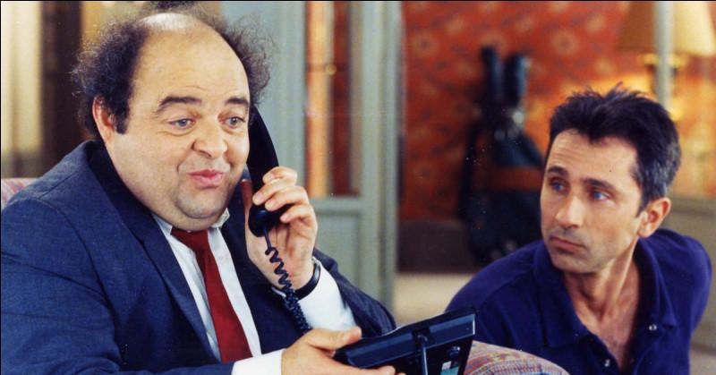 """Dans """"Le Dîner de cons"""", François Pignon doit appeler le professeur Sorbier car Mr Brochant s'est fait mal au dos, mais au lieu d'appeler le professeur qui appelle-t-il ?"""