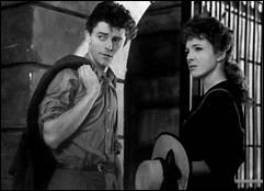 Pendant la Première Guerre mondiale, une jeune fiancée, Micheline Presle, aide soignante dans un hôpital militaire, prend pour amant Gérard Philipe, un lycéen, trop jeune pour rejoindre l'armée.Claude Autant-Lara, 1947.