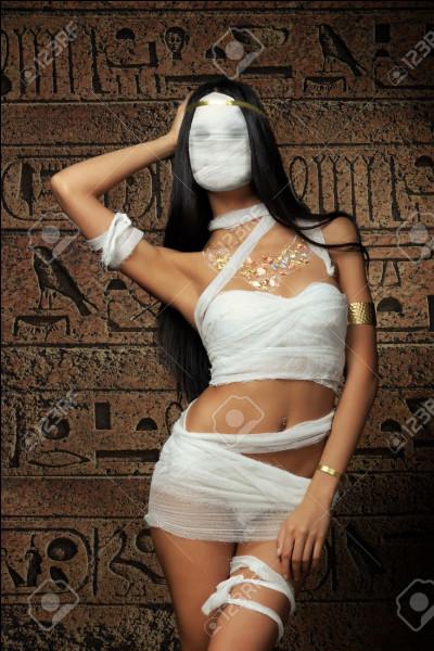 Grande magicienne, maîtresse des dieux, mère protectrice des pharaons. Qui est cette déesse ?