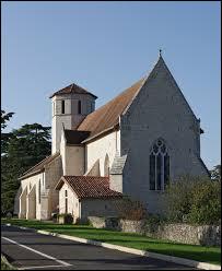 Nous commençons notre balade devant l'église Saint-Hilaire de Blanzay. Commune néo-aquitaine, dans l'ancienne région Poitou-Charentes, elle se situe dans le département ...