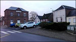 Commune des Hauts-de-France, dans l'arrondissement de Cambrai, Reumont se situe dans le département ...