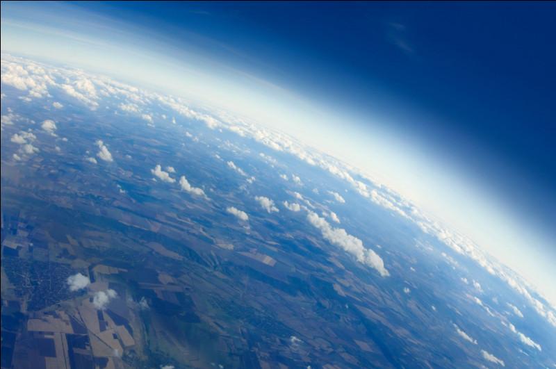 L'atmosphère terrestre est composée d'une majorité de dioxygène.