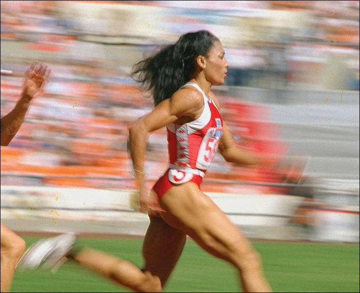 Quelles deux épreuves d'athlétisme n'ont pas changé de recordwoman du monde depuis l'américaine Florence Griffith-Joyner, en 1988 ?