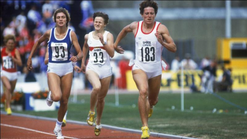 Détenant encore aujourd'hui le plus ancien record du monde en plein air hommes et femmes confondus, quel ex-athlète tchécoslovaque est la recordwoman du 800 mètres ?