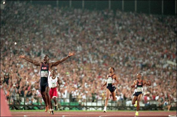 """Surnommé """"la loco de Waco"""", quel est cet athlète américain détenteur du record du monde du 400 mètres, de 1993 à 2016 ?"""