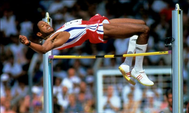 Quel est l'actuel record du monde du saut en hauteur messieurs, encore détenu par le cubain Javier Sotomayor depuis 1993 ?