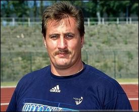 Dans quelle spécialité, l'allemand Jurgen Schult détient-il le record du monde depuis 1986, avec un jet de 74,08 mètres ?