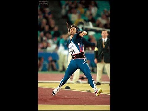 En quelle année, le tchèque Jan Železný établit-il l'actuel record du monde du lancer du javelot avec un jet à 98,48 mètres ?
