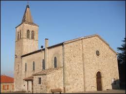 Voici l'église Saint-Pierre de Bozas. Commune d'Auvergne-Rhône-Alpes, dans l'arrondissement de Touron-sur-Rhône, elle se situe dans le département ...