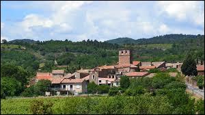Voici une vue de Loiras, village appartenant au Bosc. Communes occitanes, dans l'arrondissement de Lodève, elles se situent dans le département ...