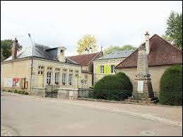 Village du Grand-Est, dans l'arrondissement de Commercy, Oisy se trouve dans le département ...