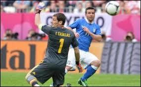 Sur quel score de parité se séparent Espagnols et Italiens lors du premier match ?