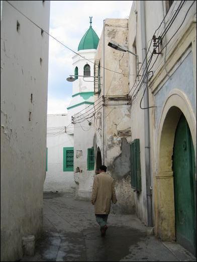 Tripoli est le nom d'une ville libanaise, mais c'est aussi le nom d'une capitale d'un pays arabe. Lequel ?