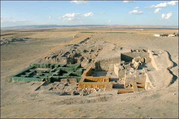 Dans quel pays la ville d'Urkesh, capitale des Hourrites il y a plus de quarante siècles, a-t-elle été retrouvée ?