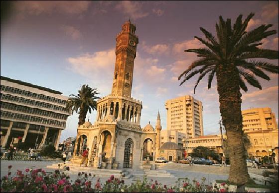 Dans quel pays se trouve Izmir (connue autrefois sous le nom de Smyrne) ?