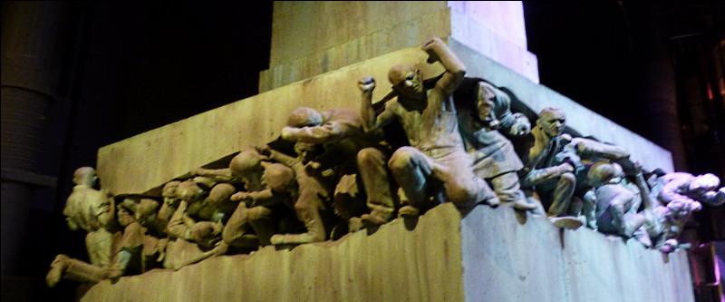 Pour finir, on peut voir la tapisserie des Black, le bureau d'Ombrage, le ministère de la Magie et cette fameuse statue, comment se nomme-t-elle ?