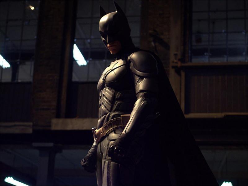 Il combat le crime dans la ville de Gotham City, son pire ennemi est le Joker :