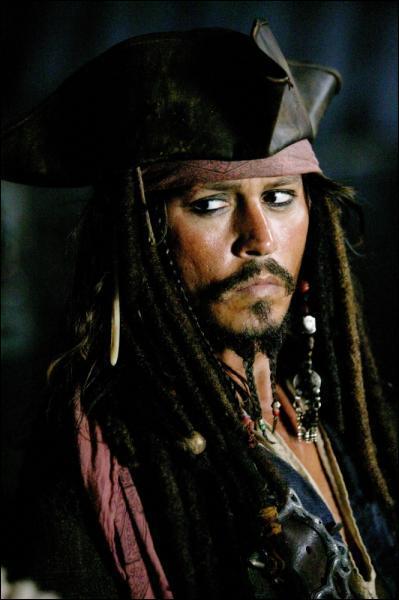 C'est un pirate, il a une dette envers Davy Jones :