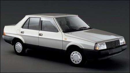 Sur le marché des berlines, cette automobile italienne n'est pas très extravagante. Ses prédécesseures portaient un nom à trois chiffres souvent attribué au géant de Turin. Quelle est cette berline ?