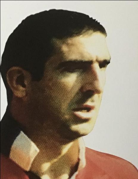 Malgré ces deux sorties mémorables, son talent reste indéniable et il revient à chaque fois.Mais malheureusement, un match contre Crystal Palace le 25 janvier 1995 changera à jamais la carrière de King Éric . Il est expulsé pour avoir adressé un coup au défenseur Richard Shaw, en retournant vers les vestiaires, un supporter vient tancer la bête, Cantona lui adressera un coup de pied...