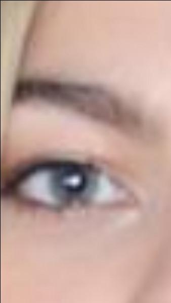 Et ce magnifique œil bleu est à :