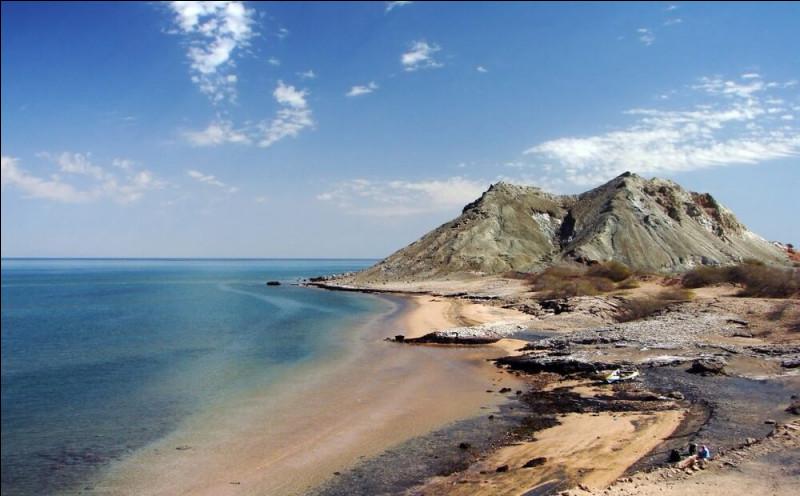 Avec une superficie de 371 000 km² (soit 2 fois celle de la Tunisie), quel est le plus grand lac du monde ?