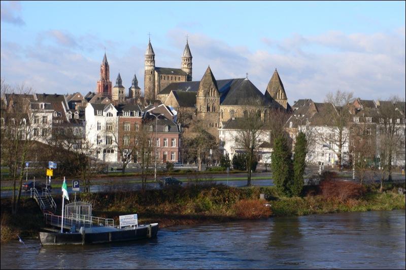 Deux provinces d'Europe portent ce nom : l'une en Belgique (chef-lieu : Hasselt) et l'une aux Pays-Bas (chef-lieu : Maastricht). Laquelle est-ce ?