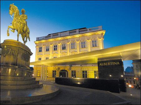 Dans quelle ville se trouve l'importante collection d'arts graphiques de l'Albertina, qui est l'une des plus riches au monde ?