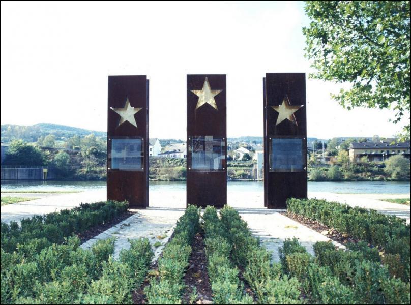 Dans quel pays se trouve le fameux village de Schengen ?