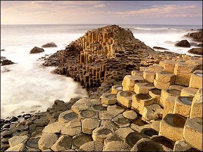 Sur quelle île se trouve la chaussée des Géants inscrite au patrimoine mondial par l'Unesco ?