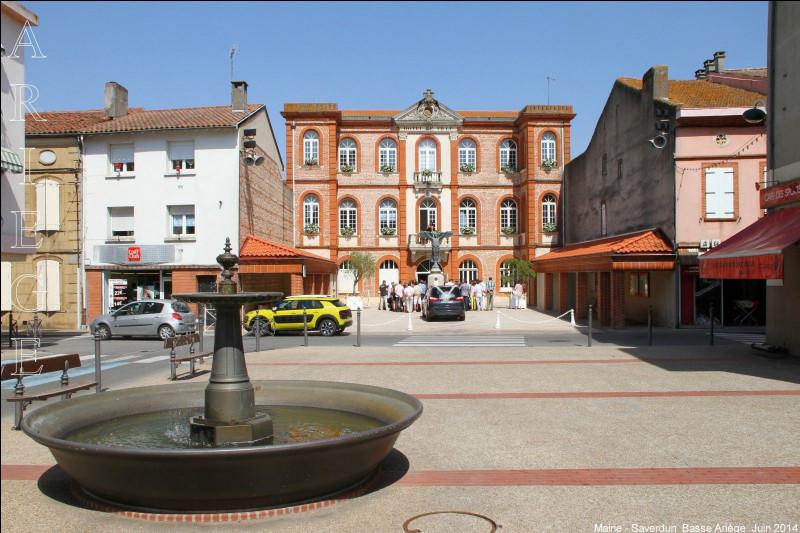 Petite ville de 4 800 habitants du département de l'Ariège, située aux confins du Lauragais, à 40 kilomètres de Toulouse :