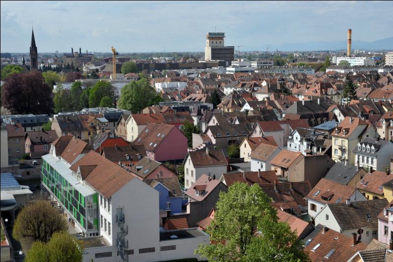 Ville de 32 000 habitants du département du Bas-Rhin, deuxième commune de l'agglomération strasbourgeoise par la population :