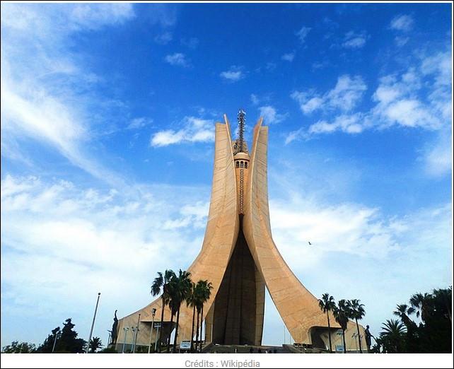 """Comment se nomme ce mémorial en hommage aux """"chahids"""" combattants et morts de la guerre d'Algérie ? Celui-ci a été construit en 1982, à savoir 20 ans après l'événement."""