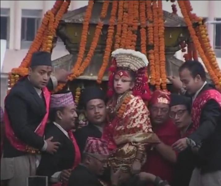Les Kumaris sont des enfants-déesses au Népal :