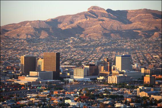 Je suis une ville de plus de plus de 680 000 habitants frontalière avec l'État du Nouveau-Mexique. En 2010, j'étais composé à 80% de population d'origine hispanique. Qui suis-je ?