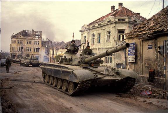 Quel pays a connu une guerre civile dans les années 1990, ayant pour conséquence sa disparition ?