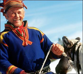 Quel peuple se répartit entre la Suède, la Norvège et la Finlande ?