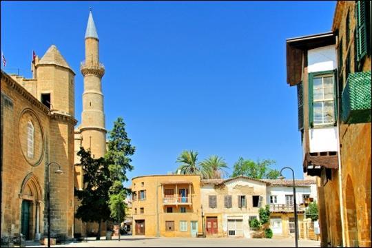 De quelle île de la Méditerranée Nicosie est-elle la capitale ?