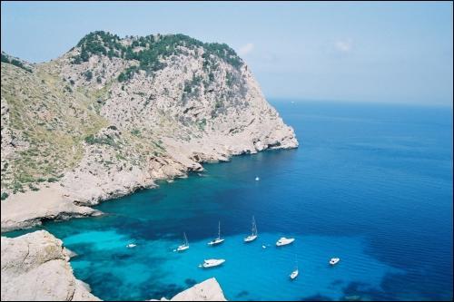 A quel pays appartiennent les îles Baléares ?