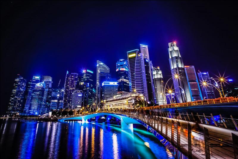 Combien d'habitants vivent à Singapour ?