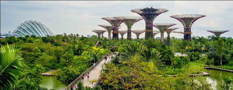 Singapour est une ville insulaire.