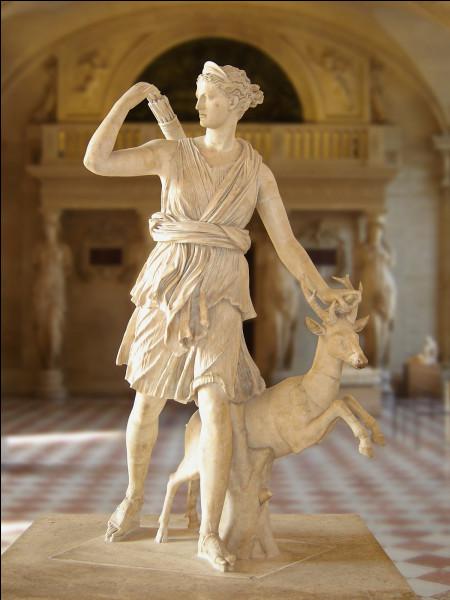 Dans la mythologie grecque, comment se nomme la déesse de la chasse ?