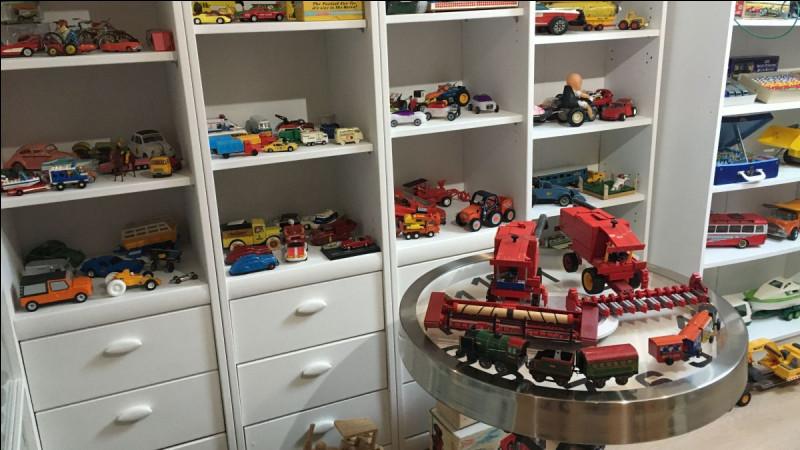 Par quel mot désigne-t-on la collection de jeux et jouets ?