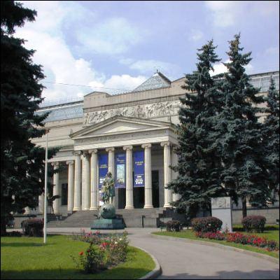 Dans quelle ville se trouve le musée Pouchkine, dédié aux beaux-arts ?