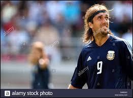 Quel joueur magnifique mit fin fin à sa carrière internationale après cette compétition ? (Il demeure encore aujourd'hui le meilleur buteur de l'Argentine en Coupe du monde avec 10 réalisations)