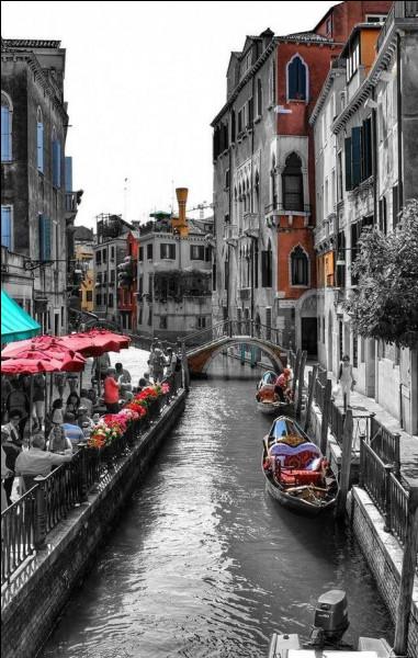 La ville de Gênes est-elle plus au sud ou plus au nord que Venise ?