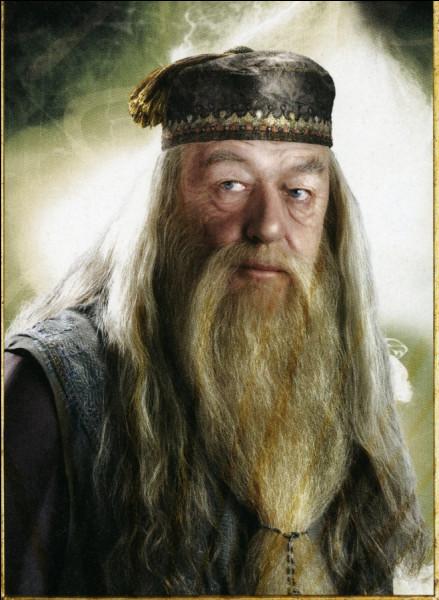 Le nom complet de Dumbledore est...